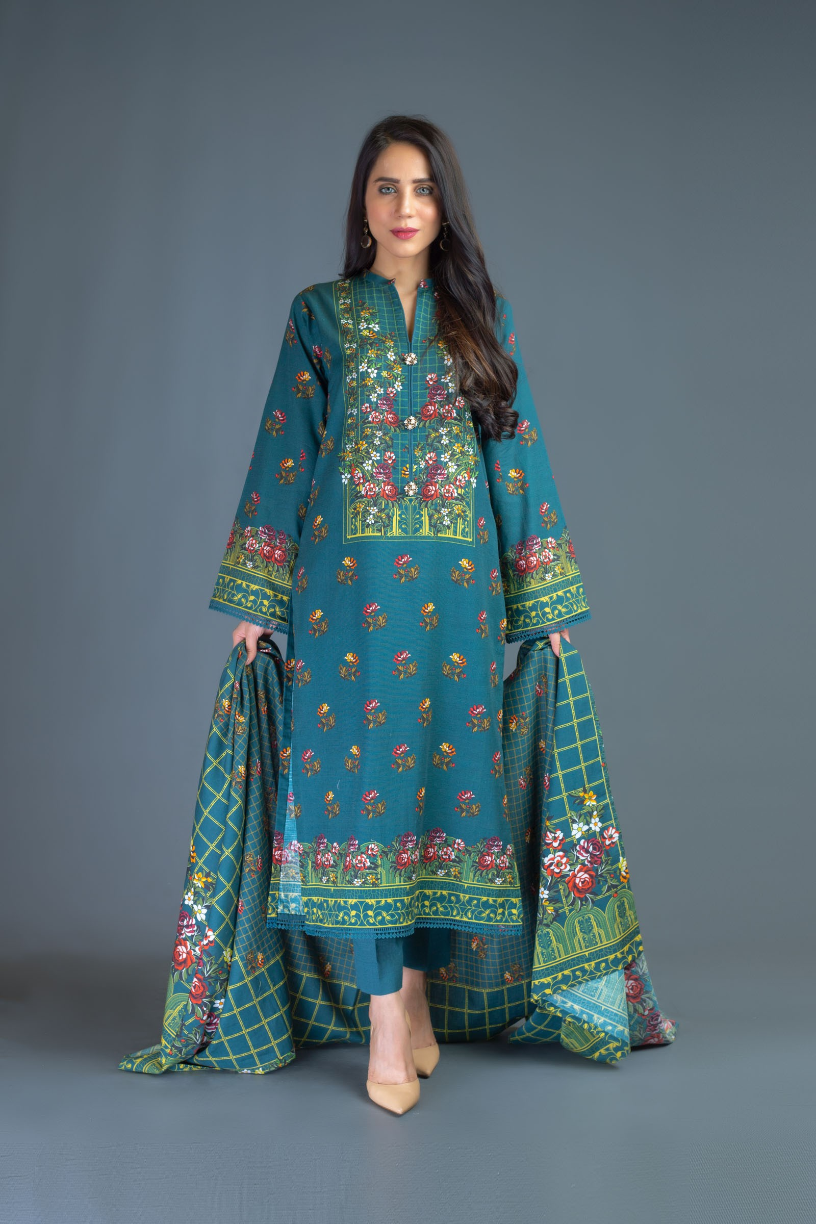 Bareeze Luxury Winter Embroidered Dresses Shawls Designs 2020